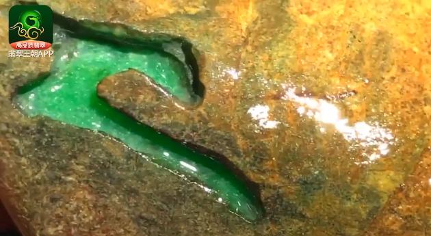 翡翠原石价格_大马坎场口果绿色缅甸翡翠原石价值鉴别