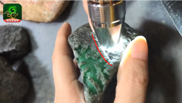 翡翠原石料子_会卡场口色料缅甸翡翠原石皮壳特点表现