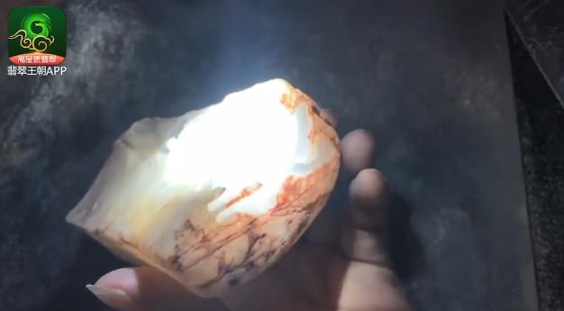 木那场口翡翠原石_木那场口冰种灯泡料翡翠原石打灯种水特点表现