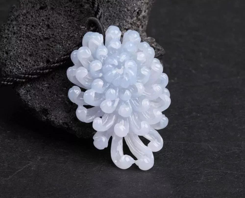 翡翠百科翡翠花_瑰丽的翡翠珠宝中蕴含了一场场浪漫的花月幸事