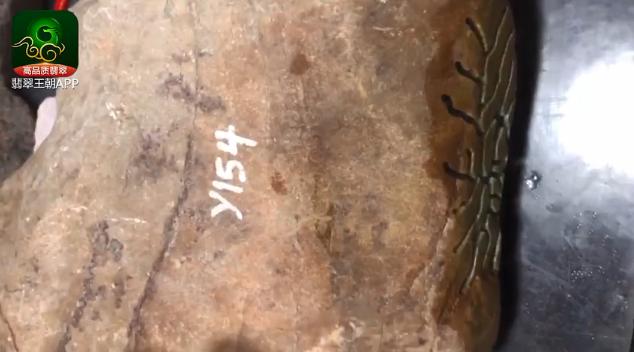 木那觉堆场口翡翠原石_浓晴底木那觉堆糯冰种缅甸翡翠原石皮壳特点