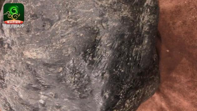 莫湾基场口黑皮翡翠原石_莫湾基场口的黑皮翡翠原石毛料赌性分析