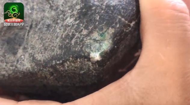 莫西沙场口色料翡翠原石_莫西沙场口博金丝绿缅甸翡翠原石皮壳打灯特点表现