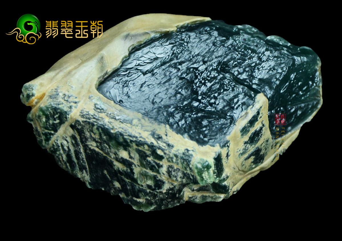 翡翠赌石攻略_切割翡翠原石赌石常见的几处风险要特别注意