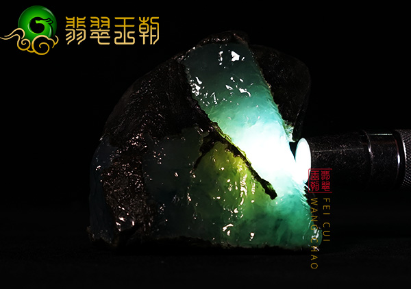翡翠原石_糯冰种翡翠原石和冰种翡翠原石相比最大的区别是什么