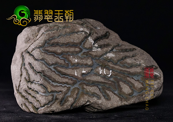 翡翠原石的裂_翡翠原石毛料赌石裂的种类及详细讲解