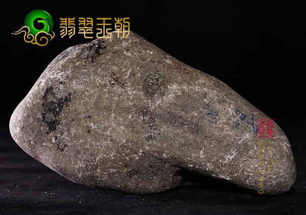 翡翠原石的裂判断 翡翠原石有大面积裂纹还值钱吗