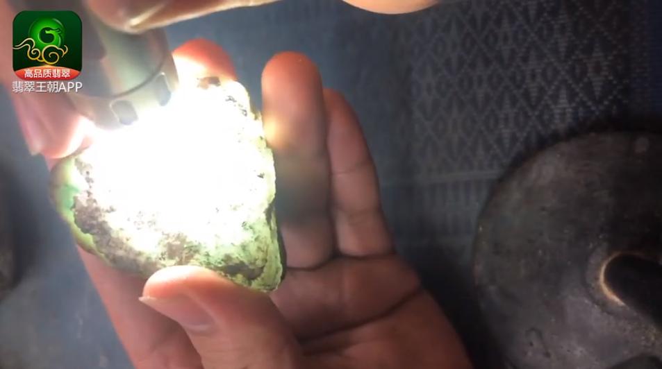 莫西沙雪花棉翡翠原石价格 莫西沙高冰小精品翡翠原石什么价位