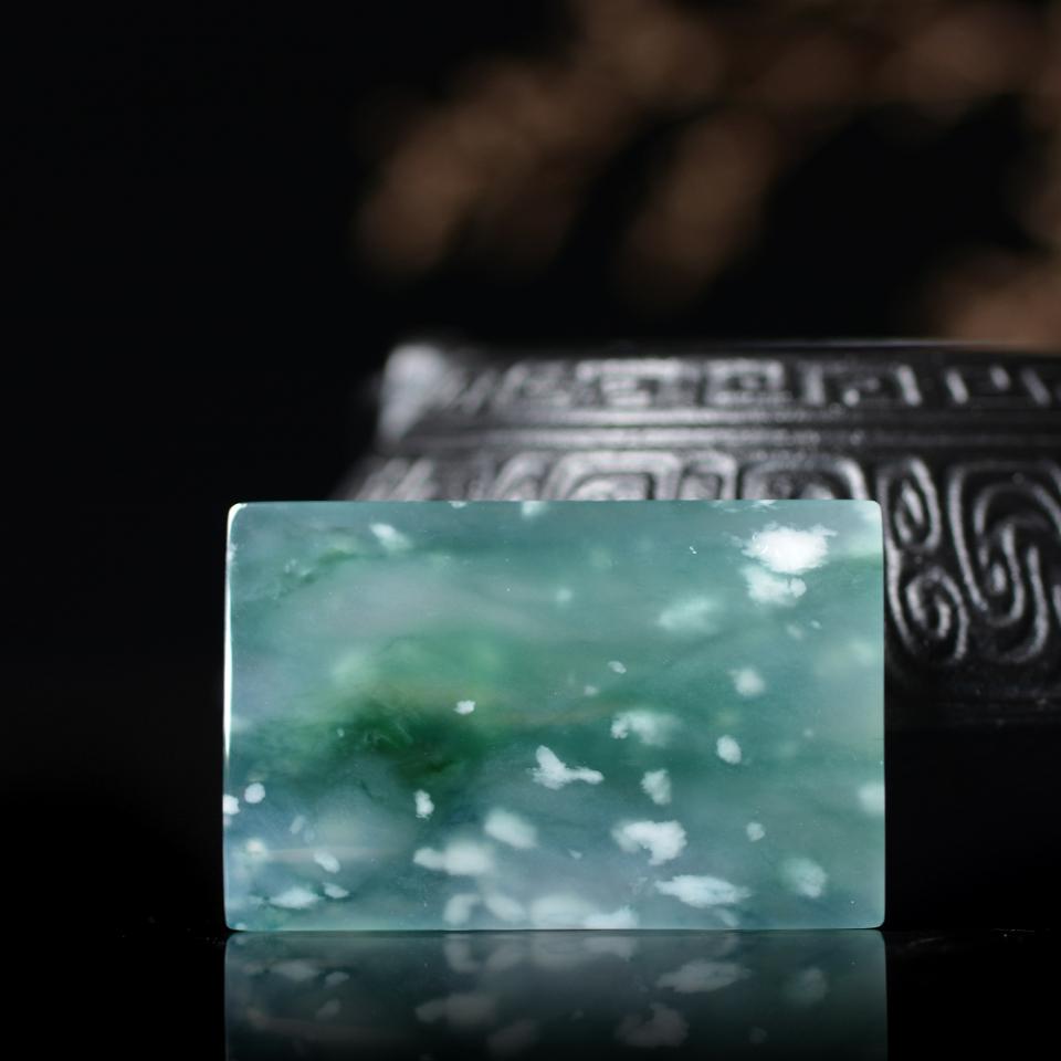 翡翠百科之翡翠的石纹和棉_翡翠中的石纹和棉算瑕疵吗?