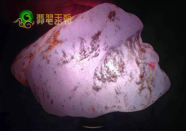 原石价格:紫罗兰翡翠原石的市场价格影响因素有哪些呢?