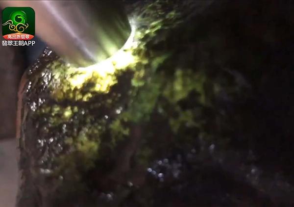 翡翠原石直播讲解老帕敢原石种水料子皮壳肉质出玉牌挂件位
