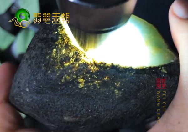 缅甸翡翠原石中的黑乌砂皮壳的真假鉴别方法有哪些呢?