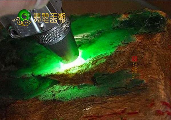 翡翠原石赌石:翡翠赌石中的擦石切石磨石三种方法讲解