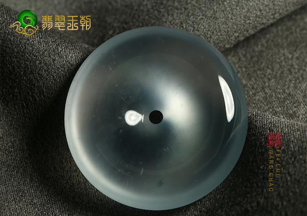 翡翠百科:老坑玻璃种翡翠的价格多少钱及有哪些特点?