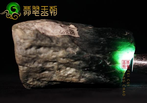 翡翠赌石攻略:翡翠原石在进行赌石有哪些鉴别工具?