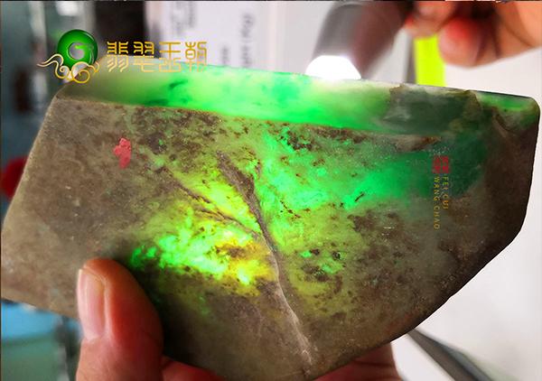 翡翠开窗料原石的绿色对原石市场批发价格有哪些影响?