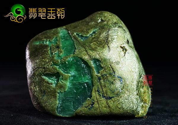 翡翠原石料子的真假鉴别要从哪些方面入手呢?