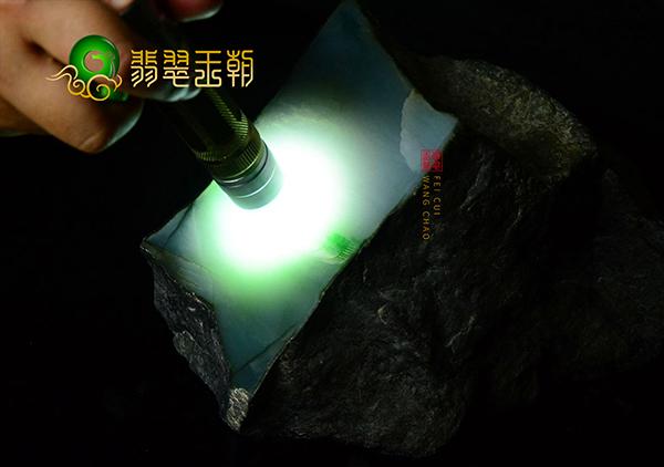 在云南翡翠原石批发市场上选购翡翠有哪些好处呢