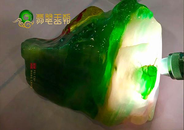 玻璃种翡翠原石要如何鉴别是否是水沫子替代的呢?