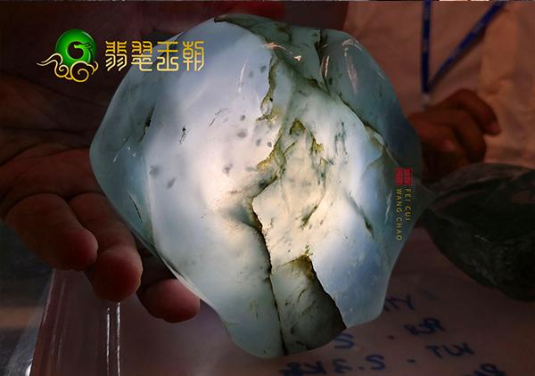 冰种翡翠原石:新坑冰种翡翠原石有哪些选购方法?