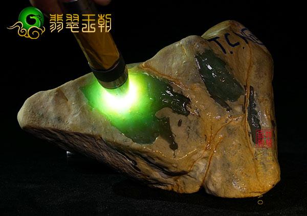 翡翠原石打磨为成品的价值如何估量,有哪些影响因素?