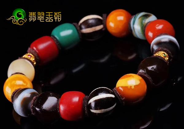 藏品级多宝手串难得一见的佛教至宝搭配清代老蜜蜡极具收藏价值
