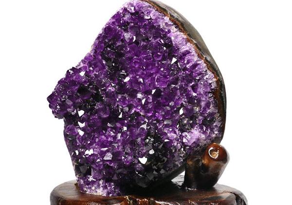 紫水晶簇摆件是居家风水摆设的首选
