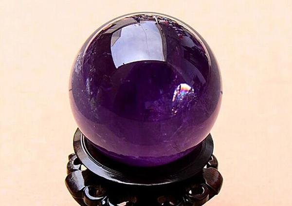 紫水晶球摆件在风水中有独特的作用