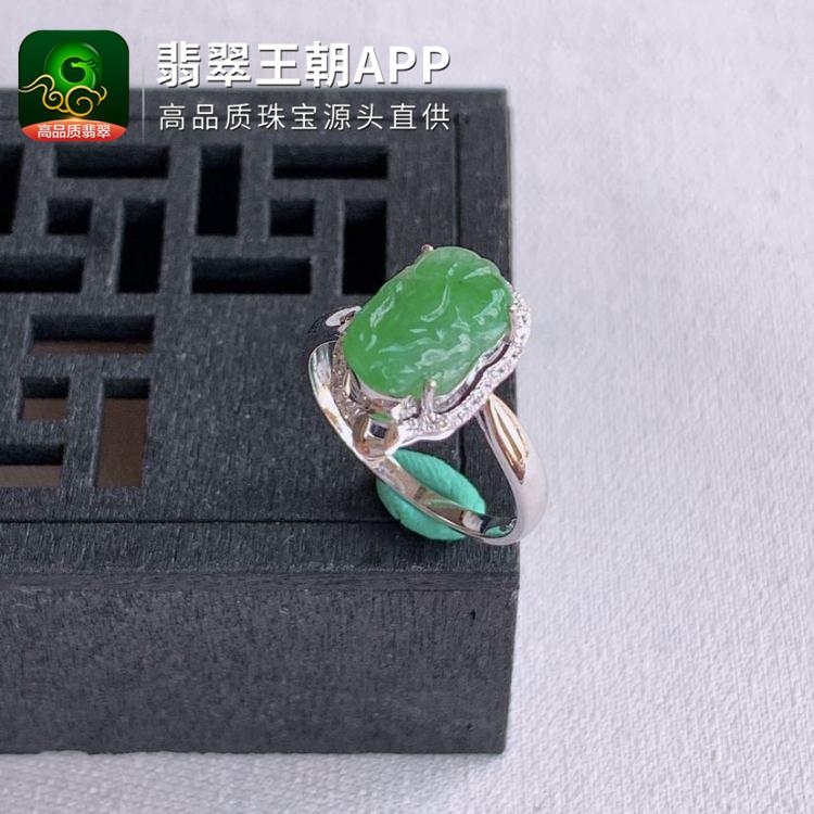 糯冰种满绿翡翠18k金钻石镶嵌翡翠貔貅戒指