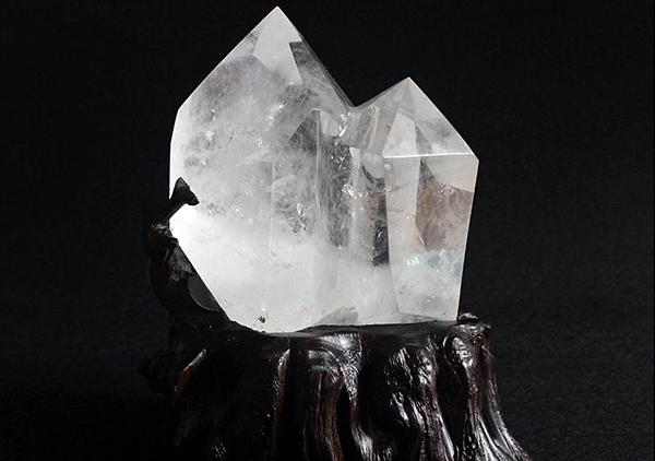 水晶摆件日常生活的6大保养方法,水晶功效