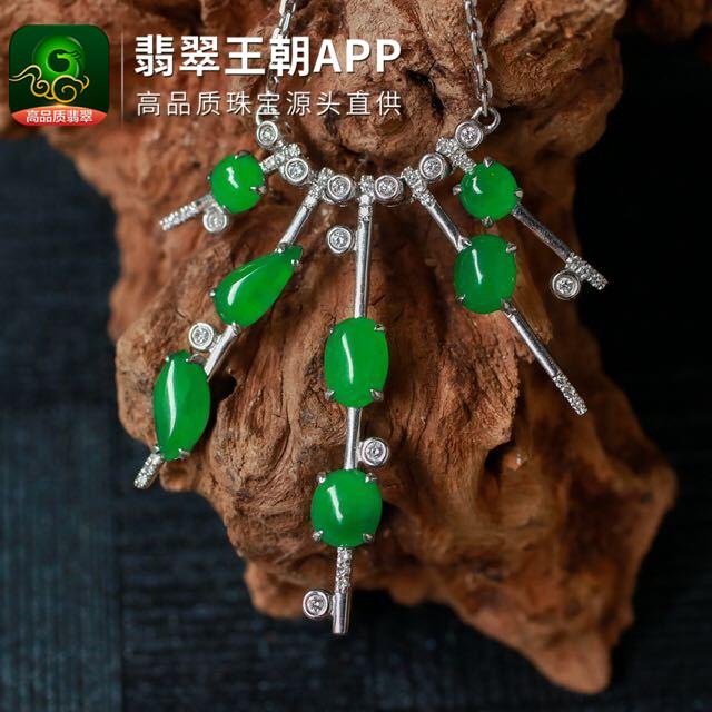 糯冰种阳绿翡翠18k金钻石环绕镶嵌锁骨项链