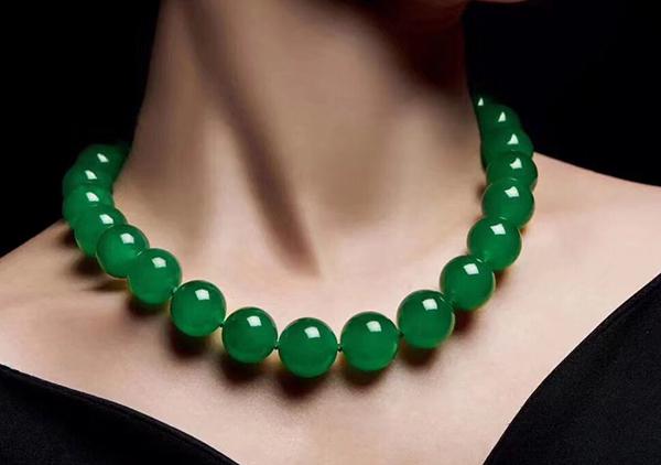 龙石种翡翠珠链的收藏价值,龙石种为什么值得收藏