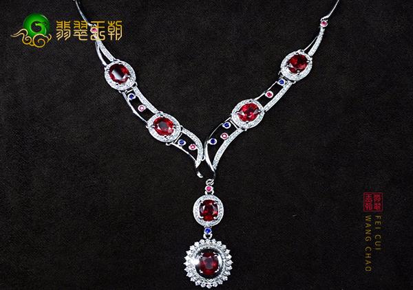 红宝石项链根据身材的搭配技巧,佩戴注意事项