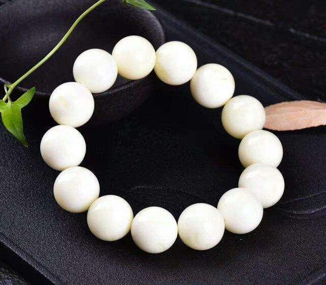 骨瓷白蜜蜡手串价格最高_白蜜蜡多少钱一克?