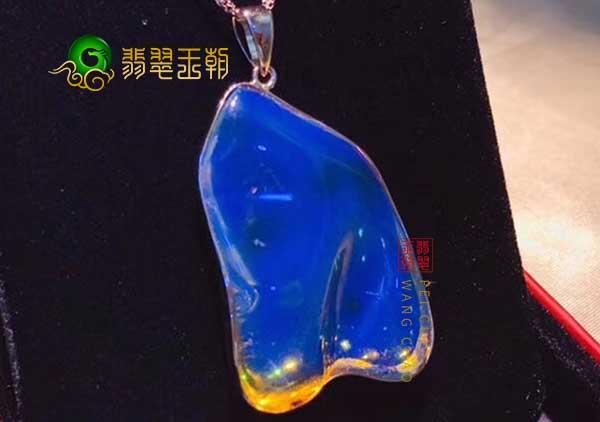 网上说的用松香味鉴定天然蓝琥珀随形吊坠可靠吗
