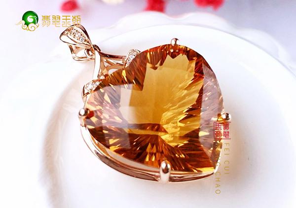 如何正确的挑选黄水晶吊坠?选对珠宝商家很重要