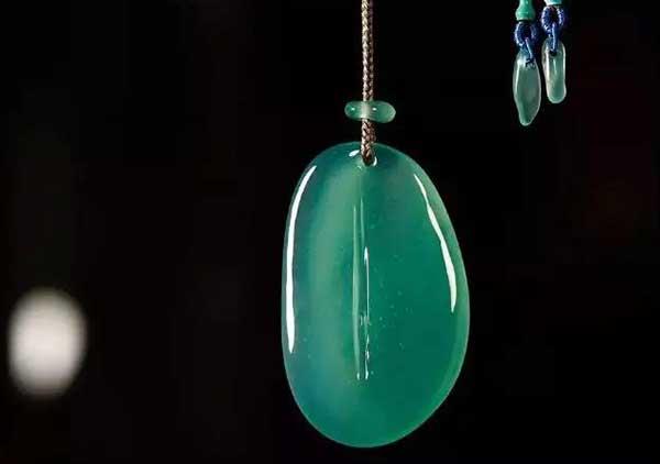 鉴别缅甸蓝水翡翠与危地马拉蓝料三大区别