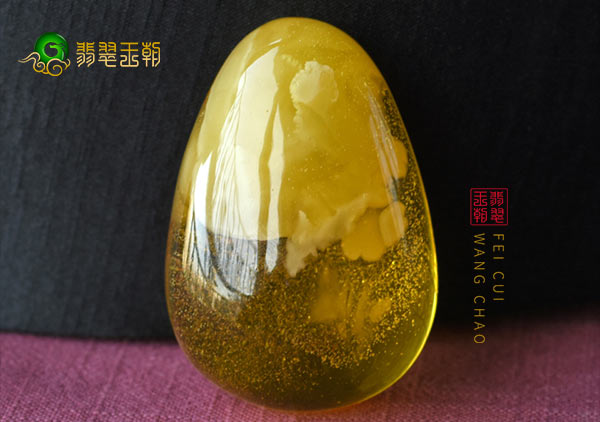 新型的二代琥珀蜜蜡,用烤色琥珀鉴别的方法不适用