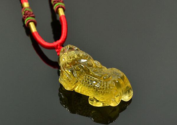 黄水晶貔貅手链吊坠在佩戴时的8大讲究以及正确佩戴方法