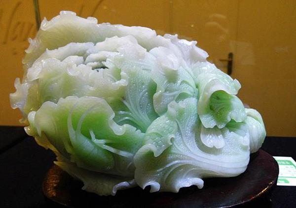 和田玉白菜玉雕摆件赠送或收藏投资彰显财富地位
