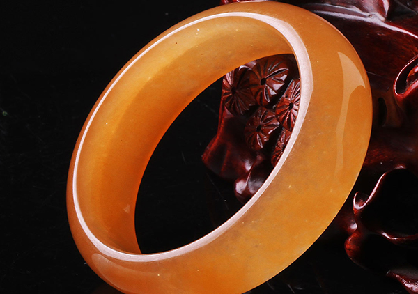 金丝玉手镯在选购时的4步骤,金丝玉美容养颜的功效