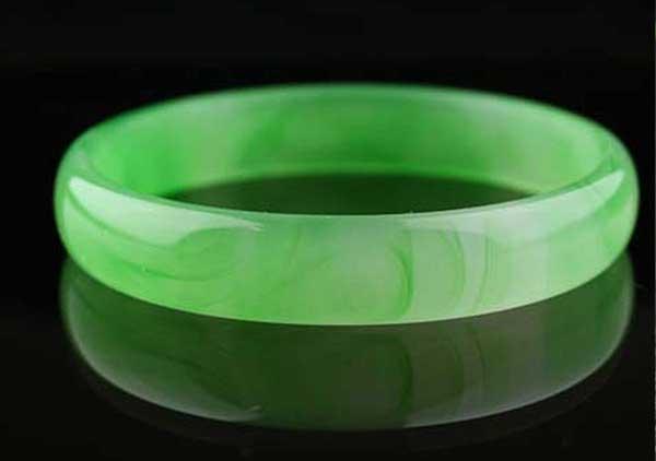 金丝种翡翠首饰选购需要注意绿丝走向,价格影响因素