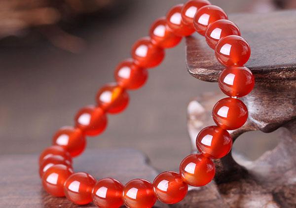红玛瑙手链在风水上不适合佩戴的2类人群,佩戴注意事项