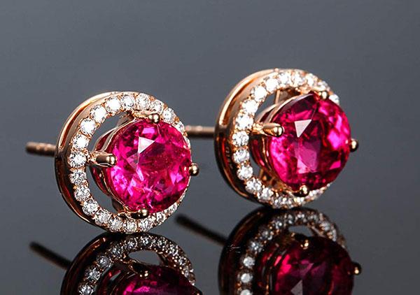 红宝石耳钉优劣评价4大标准,红宝石耳饰挑选技巧