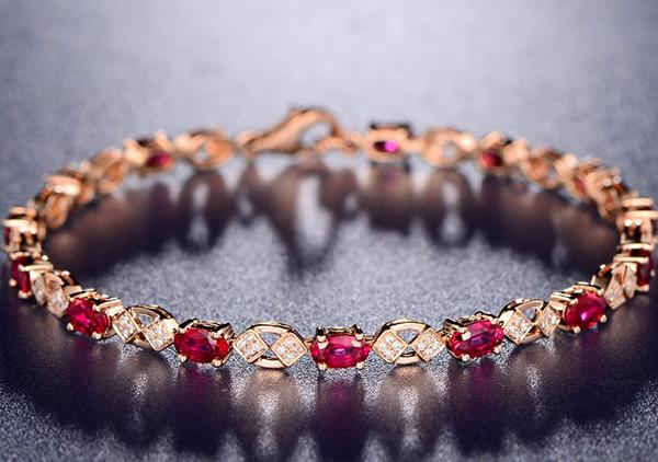 鸽血红宝石镶嵌手链优劣评价标准,从以下5方面来看