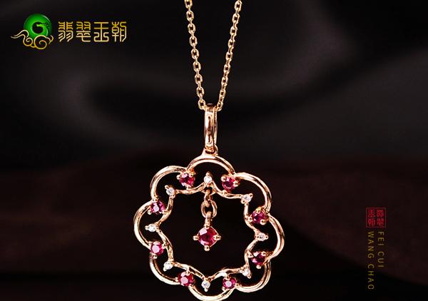 红宝石锁骨链挑选技巧,要从红宝石粒度火彩颜色选购