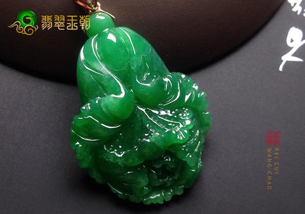 糯冰种浓绿翡翠玉雕挂件为什么要雕刻成白菜模样