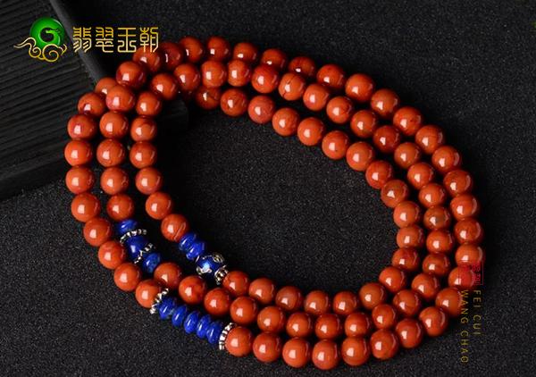 南红珠串搭配不同颜色不同宝石的效果体现