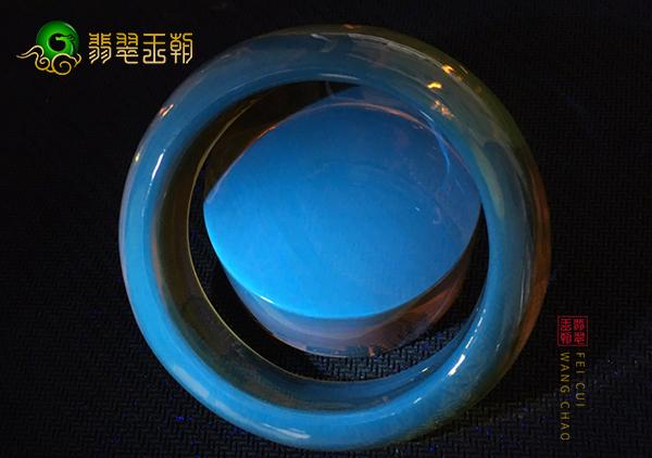 蓝珀手镯圆珠雕件挂件市场价格行情,蓝珀一克多少钱