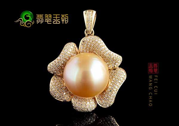 南洋金珍珠吊坠六步正确佩戴保养才能保持珠光宝气